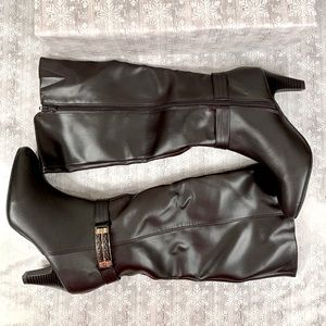 NWOT BLACK KNEE HIGH RAMPAGE BOOTS SIZE 7